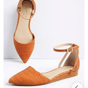 Plateau Leather Ankle Strap Flat (Cognac), sz 8.5